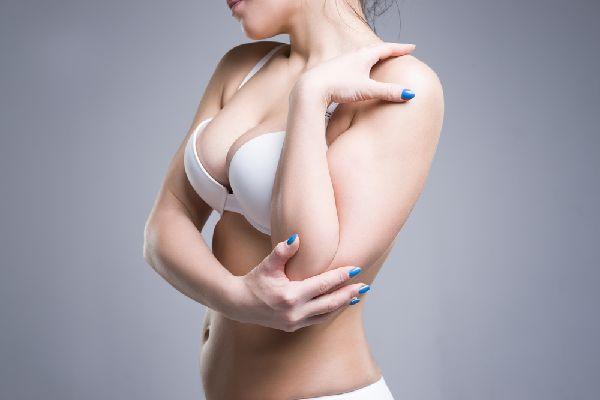 補整下着で胸の谷間を作る時に知っておきたい注意点