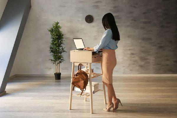 補整下着である着圧ソックスの効果を利用することが向いている職業の人とは