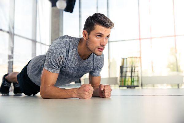 男性向けの補整下着なら加圧シャツがおすすめ!筋トレ効果抜群!